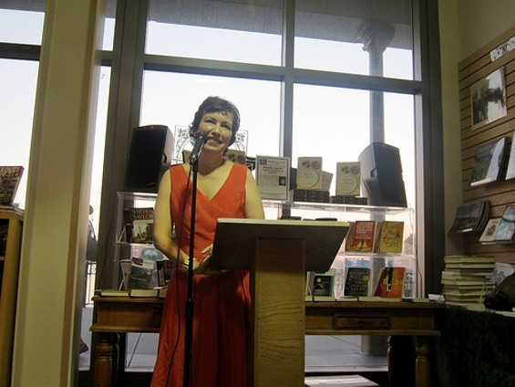 Dianne Jacob at Book Passage in 2010 - CARINA OST