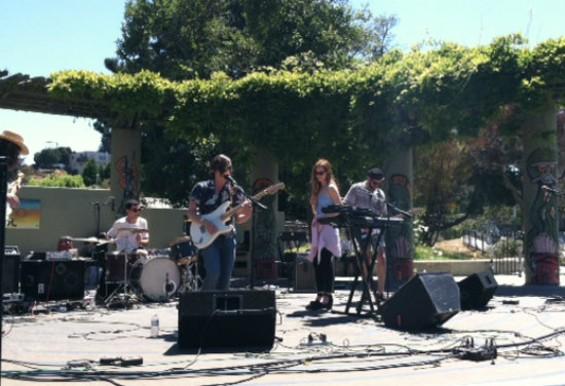 Dominant Legs performing at Phono Del Sol.