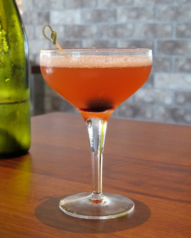The carbonated Alameda cocktail - LOU BUSTAMANTE