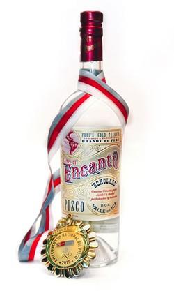 bottle_shot_encanto_pisco_gran_medalla_de_oro.jpg