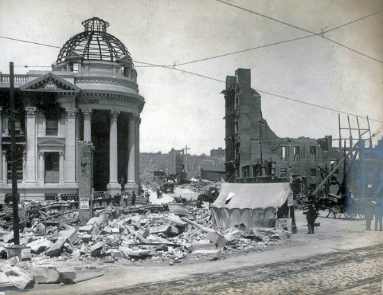 Fire-damaged Hibernia Bank, 1906. The pile of rubble in the foreground is all that remained of the Callaghan Building; on the right are the ruins of the Murphy Building. - SAN FRANCISCO HISTORY CENTER, SAN FRANCISCO PUBLIC LIBRARY