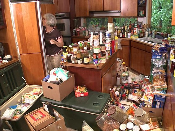 cchrd_food_hoarder_kitchen_of_shari_munitz_01_s4x3_lg.jpg