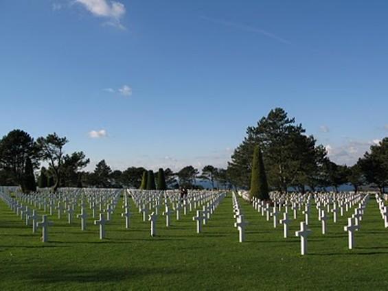 american_military_graveyard_at_omaha_beach.jpg