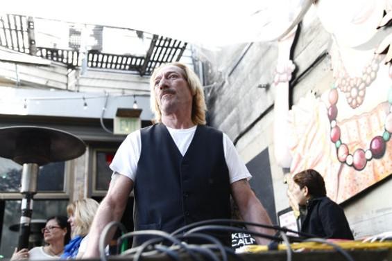 Frank Gallagher at El Rio - JUAN PARDO