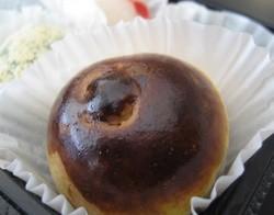 Gratuitous sweet: Benkyodo's apple manju. - J. KAUFFMAN