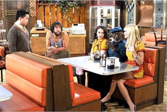 Han (Matthew Moy, left) and Oleg (Jonathan Kite, second from left) talk to Max (Kat Dennings, left to right in booth), Earl (Garrett Morris) and Caroline (Beth Behrs). - DARREN MICHAELS/WARNER BROS.