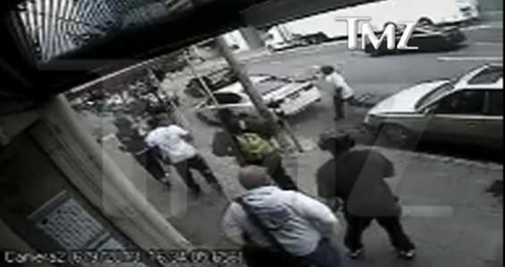 2_chainz_robbed_video.jpg