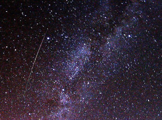 800px_perseid_meteor_and_milky_way_in_2009.jpg