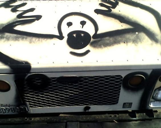 hood_ornament_graffiti_2.jpg
