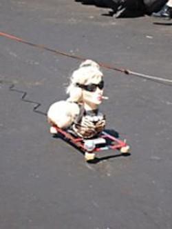 SCOTT  BEALE - It's a Ladysmokingmobile!