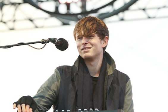 James Blake - CHRISTOPHER VICTORIO