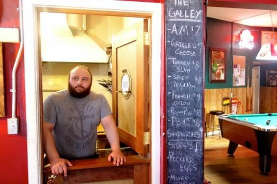 Justin Navarro at his pint-sized kitchen inside Clooney's. - FERRON SALNIKER