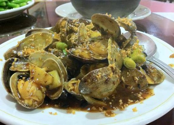 Kam Lok's clams with black bean sauce. - JONATHAN KAUFFMAN
