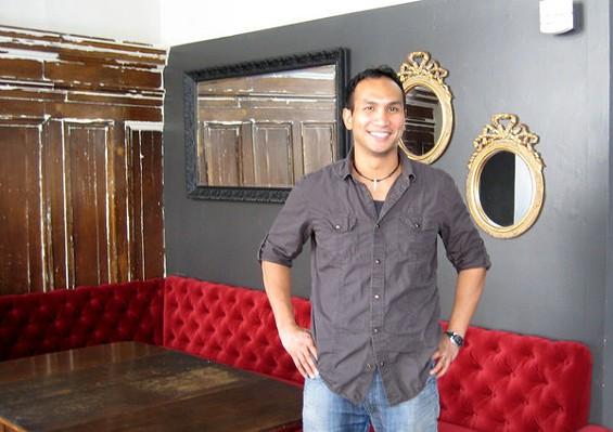 Kevin Diedrich at the Burritt Room - LOU BUSTAMANTE
