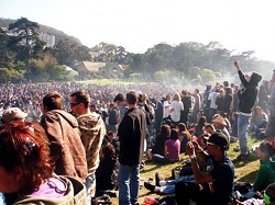 Looks like these folks didn't need a Web portal to know about the 4/20 goings on in Golden Gate Park... - GOLDENGATEPARK.COM