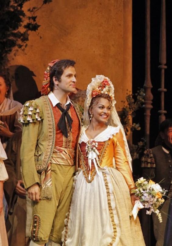 Luca Pisaroni (Figaro) and Danielle de Niese (Susanna) - CORY WEAVER