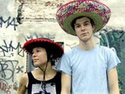 Matt & Kim & dos sombreros.