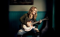Yes She Can: At 53, Melissa Etheridge Isn't Taking It Easy
