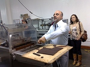 Michael Recchiuti, conducting a demo in his Dogpatch facility in 2009. - TAMARA PALMER