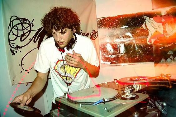 Mophono/DJ Centipede
