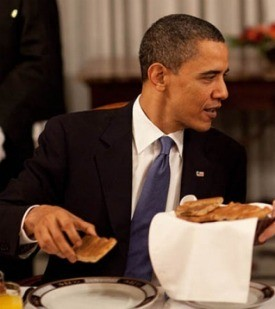 Obama, eating (but not siu mai). - WHITE HOUSE