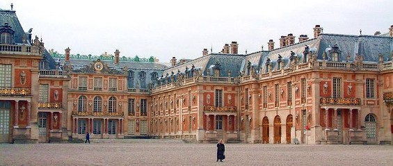 Okay, that's not the Berkeley Hills; it's Versailles. But even at Versailles they don't have a 10-car garage.