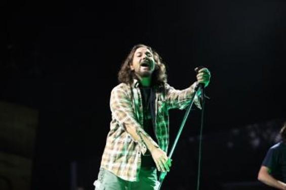 Pearl Jam - CHRISTOPHER VICTORIO