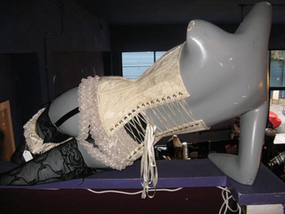 corsetquatro_thumb_400x300.jpg