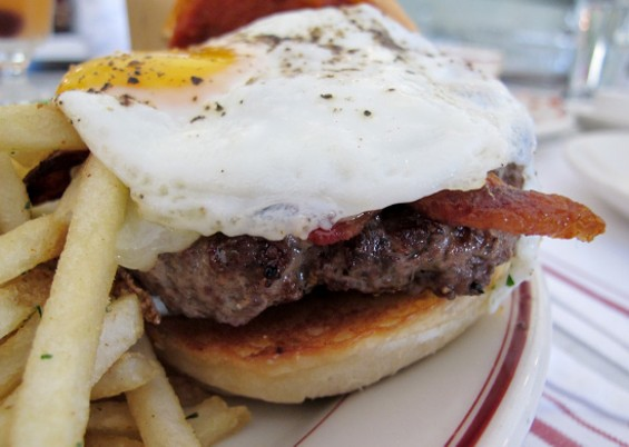 PSC Burger - LOU BUSTAMANTE