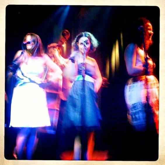 Quinn DeVeaux's backup singers