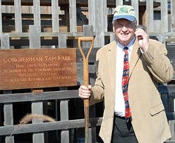 Rep. Sam Farr wants to help budget-cutters - UCSC