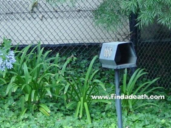 mailbox_image_05_thumb.jpg