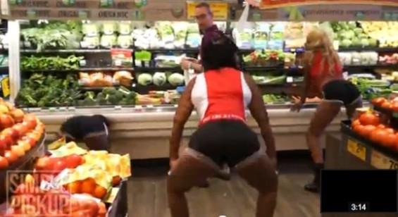 S.F. man notices the fruit aisle - SIMPLEPICKUP/YOUTUBE
