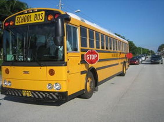 800px_thomas_school_bus_bus_thumb_270x202.jpg
