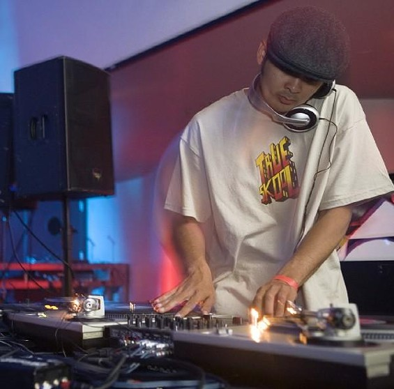 Skoolin: Ren the Vinyl Archaeologist works a crowd