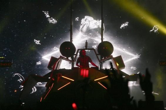 Skrillex - CHRISTOPHER VICTORIO