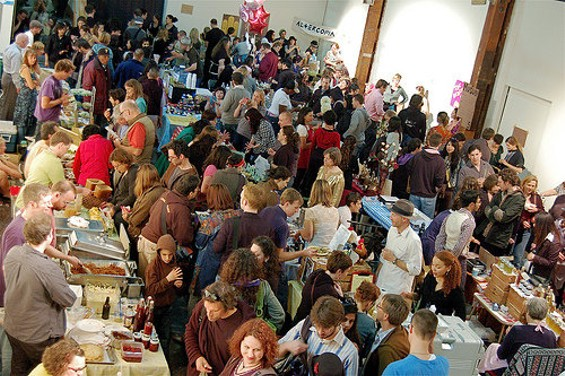 Small and packed or trade-show sprawling? - KEWZOO/FLICKR