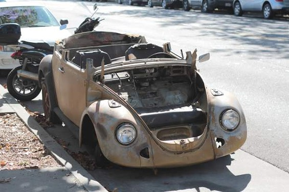 junked_car_007b.jpg