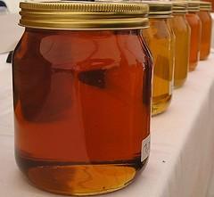 Sweeten the neighbors with some homemade honey - BROCKVICKY /FLICKR