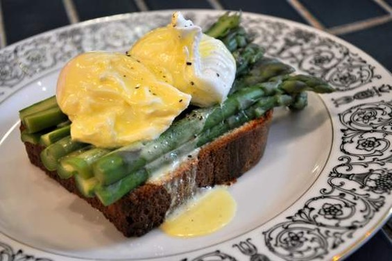 The asparagus and egg sandwich at Local Mission Eatery - IANN IVY