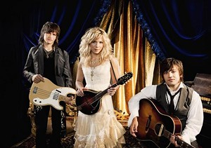 """The Band Perry, apparently on the set of the """"Losing My Religion"""" video."""
