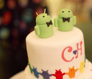 The engagement cake of Movoto CEO Henry Shao boasts jaunty gay extraterrestrials
