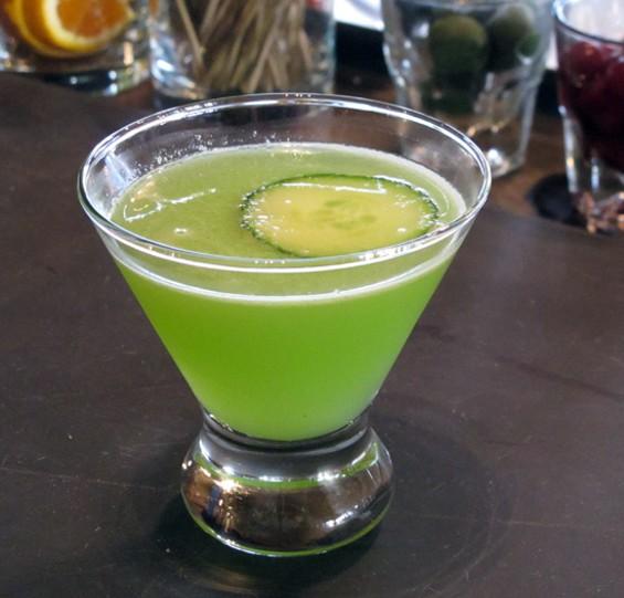 The Garden Gimlet cocktail - LOU BUSTAMANTE