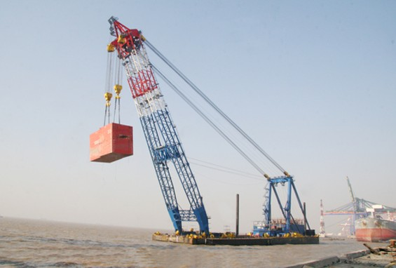 The 'Left-Coast Lifter,' seen here in a 'proof load' in China, has lifted up to 2,000-ton objects. Do you have room for it in your backyard? - COURTESY AMERICAN BRIDGE-FLUOR ENTERPRISES