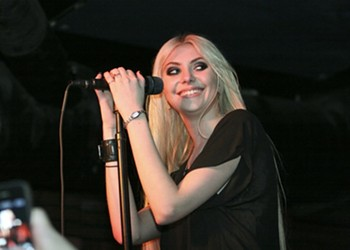 Live Review, 3/15/12: The Pretty Reckless Vies For Rock Credibility at Bottom of the Hill