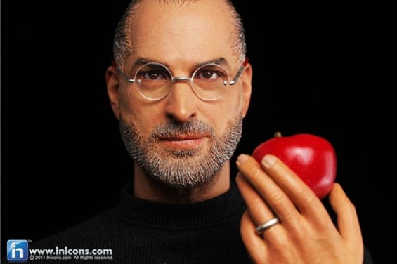stevejobs_with_apple.jpg