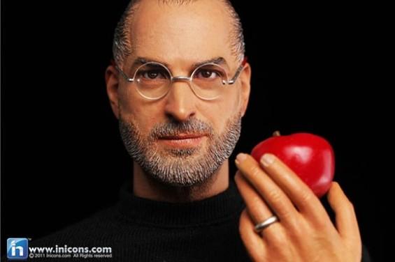 stevejobs_with_apple.jpg