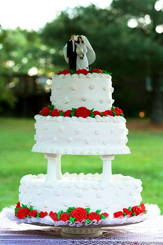 This isn't the kind of wedding cake you'll see at SFMOMA - THEMACGIRL*/FLICKR