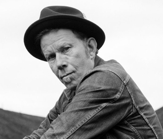 tom_waits_b_w_big.jpg