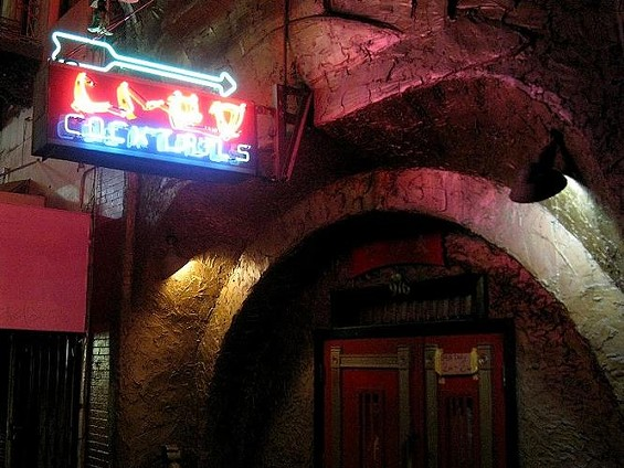 li_po_lounge_dive_bars.jpg